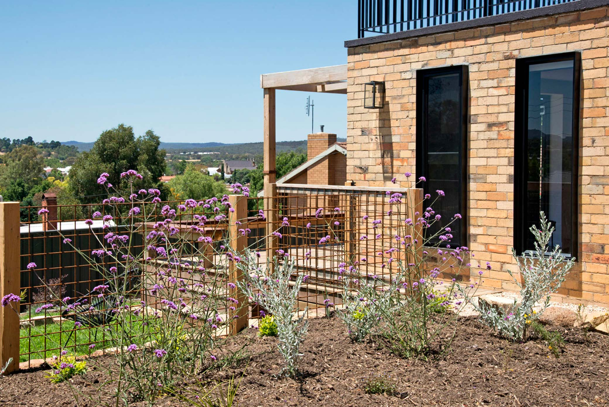 52 Views Accommodation Castlemaine Victoria Dog friendly accommodation